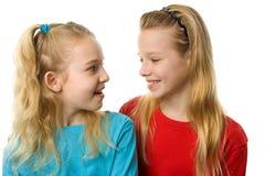 Lachen mit zwei Mädchen Lizenzfreies Stockfoto