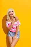 Lachend blonde meisje Stock Foto