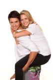 Lachend jong paar dat pret en vreugde heeft. Royalty-vrije Stock Foto's