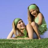 Lachend moeder en kind Stock Foto's