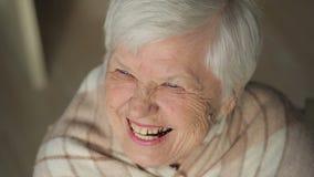 Lachende ältere Frau stock footage