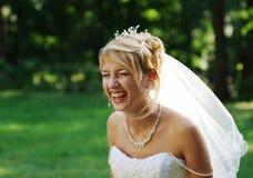 Lachende bruid Stock Afbeeldingen