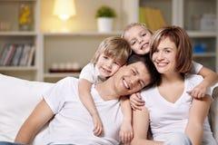 Lachende families Stock Fotografie
