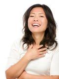Lachende fällige asiatische Frau Stockfoto