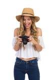 Lachende Frau, die Kamera betrachtet Lizenzfreies Stockbild