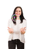 Lachende große Seifenblase des Frauenfanges lizenzfreie stockbilder