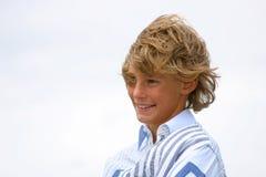 Lachende jonge jongen Royalty-vrije Stock Foto's