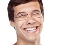 Lachende jonge mens headshot royalty-vrije stock fotografie