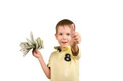 Lachende jongen die een stapel van 100 Amerikaanse dollars rekeningen houden en showi Stock Afbeeldingen