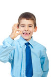 Lachende jongen die o.k. tekengebaar toont Royalty-vrije Stock Fotografie