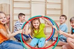 Lachende kinderen Stock Afbeeldingen