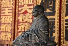 Lachende Mönchskulptur Stockfotos