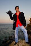 Lachende macho op een strand Stock Fotografie