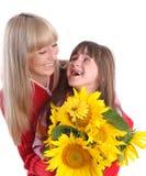 Lachende Mama und Tochter stockbilder