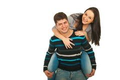 Lachende Paare tragen innen huckepack Lizenzfreie Stockbilder