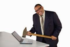Lachende zakenman die laptop raakt Royalty-vrije Stock Afbeelding