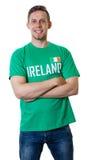Lachender Sportfan aus Irland Stockfoto