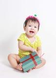 Lachender tragender Parteihut des Babys Stockfotos