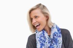 Lachendes blondes weg schauen Stockfotos