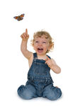 Lachendes Kind, das für eine Basisrecheneinheit erreicht Lizenzfreies Stockbild