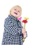 Lachendes kleines blondes Mädchen in einer Plaiddemijahreszeit Lizenzfreies Stockbild