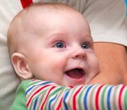 Lachendes und spielendes Schätzchen Lizenzfreie Stockfotos