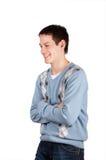 Lachenkreuzhände des jungen Mannes Lizenzfreie Stockbilder
