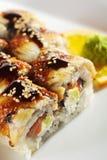 Lachs- und geräucherte Aal Maki Sushi Lizenzfreie Stockfotografie