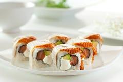 Lachs- und geräucherte Aal Maki Sushi Stockfotografie