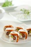 Lachs- und geräucherte Aal Maki Sushi Stockbilder