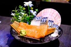 Lachs- und Saba Sashimi Japanese-Lebensmittel, berühmt und köstlich stockbilder