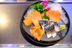 Lachs- und Saba Sashimi Japanese-Lebensmittel, berühmt und köstlich lizenzfreie stockfotografie