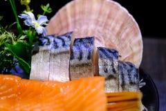 Lachs- und Saba Sashimi Japanese-Lebensmittel, berühmt und köstlich stockfotos