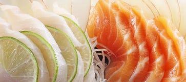 Lachs- und Weißfischsashimi Stockbild