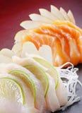 Lachs- und Weißfischsashimi Stockfoto
