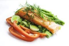 Lachse mit Gemüse Stockfotos