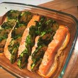 Lachse mit Zucchini für Abendessen Stockbild