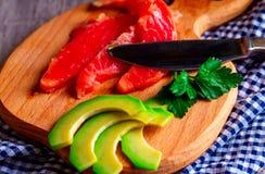 Lachse und Avocado Stockfotografie