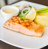 Lachsfische gegrilltes Steak Lizenzfreies Stockfoto
