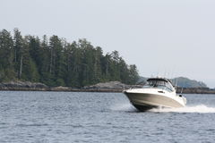 Lachsfischerbootkreuzen Lizenzfreies Stockfoto