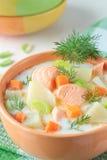 Lachssuppe mit Creme, Kartoffeln und Karotten Lizenzfreie Stockfotografie