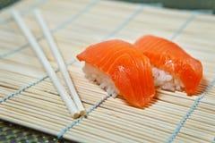 Lachssushi Lizenzfreies Stockfoto