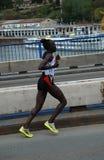 Lack-Läufer Mary-Ptikany im Belgrad-Marathon Stockfotos