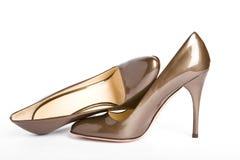 lackade guld- nya skor för beige kvinnlig Royaltyfria Foton
