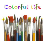 Lackpinsel mit Farbenanstrich Stockfotografie