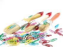 Lackpinsel und -clips lizenzfreie stockbilder