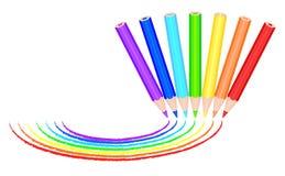 Lackregenbogen mit 7 farbiger Bleistiften Lizenzfreie Stockbilder
