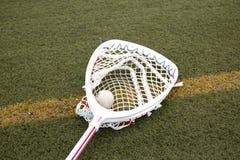 Lacross вратарей вставляют с шариком в сети Стоковая Фотография RF