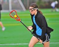 lacrosse девушки шарика cradling Стоковая Фотография