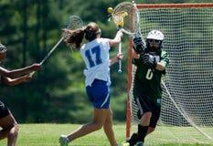 Lacrosse de las muchachas de la High School secundaria Imagenes de archivo